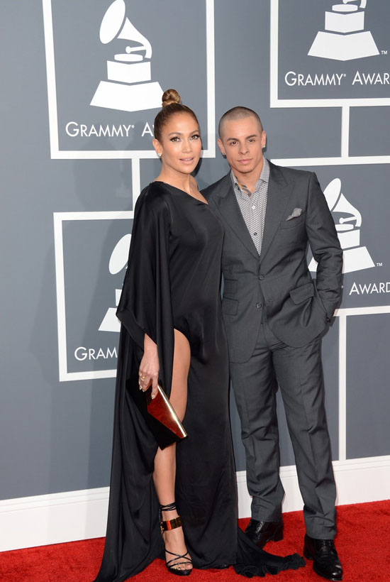 jennifer-lopez-grammys-2013-with-casper-smart-03