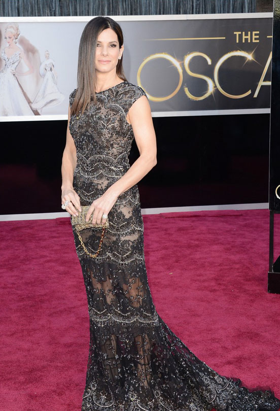 sandra-bullock-oscars-2013-red-carpet-01