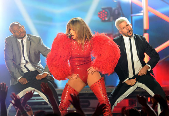 jennifer-lopez-billboard-music-awards-2013-performance-video-14